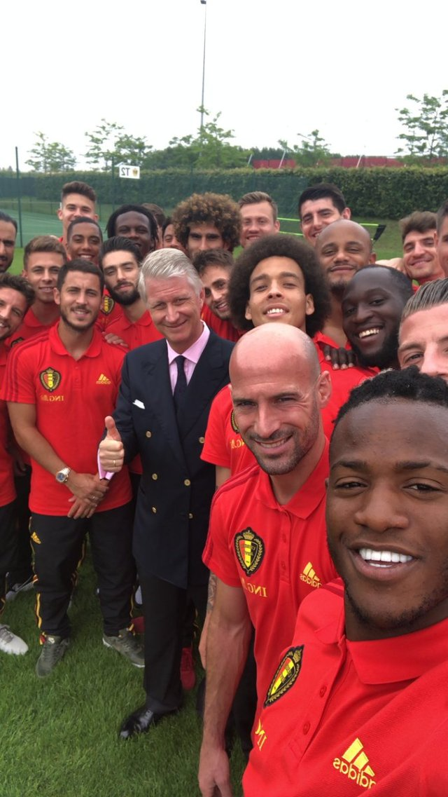 belgium 2018 team with king